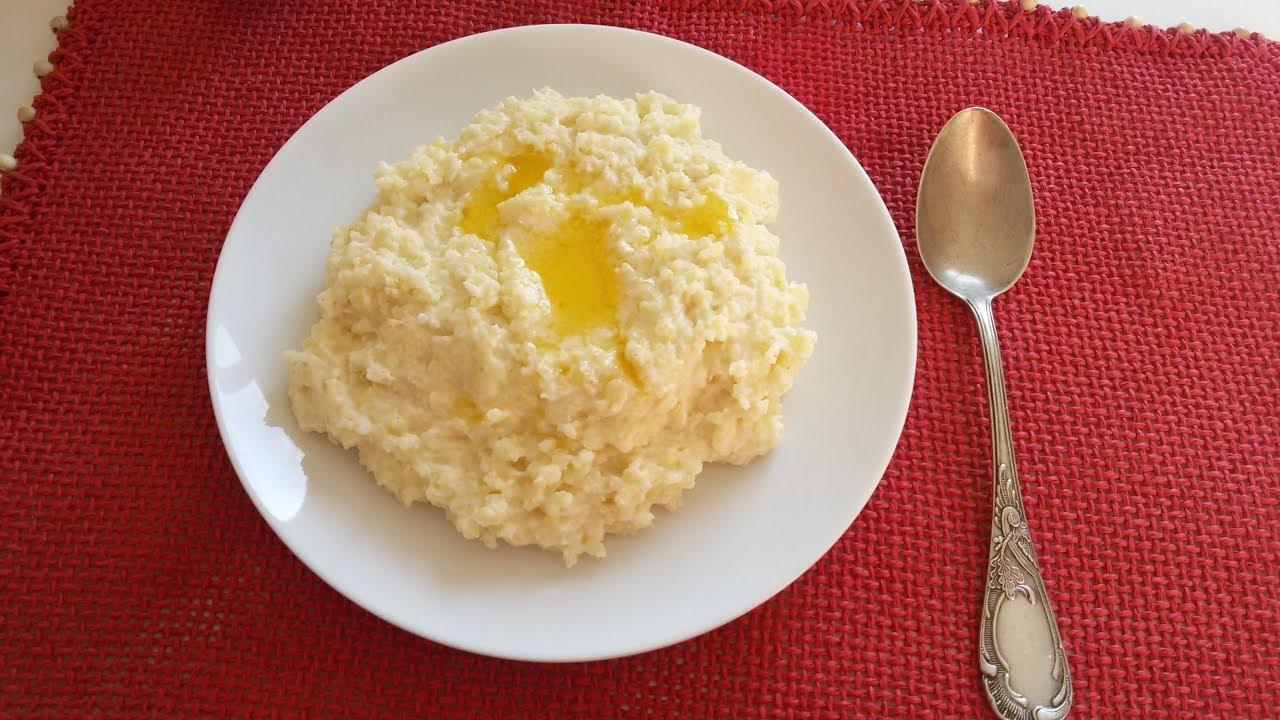 Получается в меру рассыпчатой, но не сухой за счет томления в духовке, ароматной за счет лука, воздушной за счет взбитых яиц и сытной за счет картофеля.